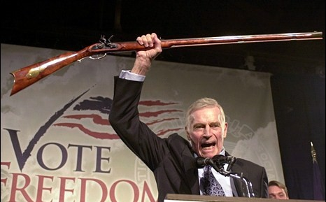 アメリカ人「銃がなくても平和な日本が羨ましい」