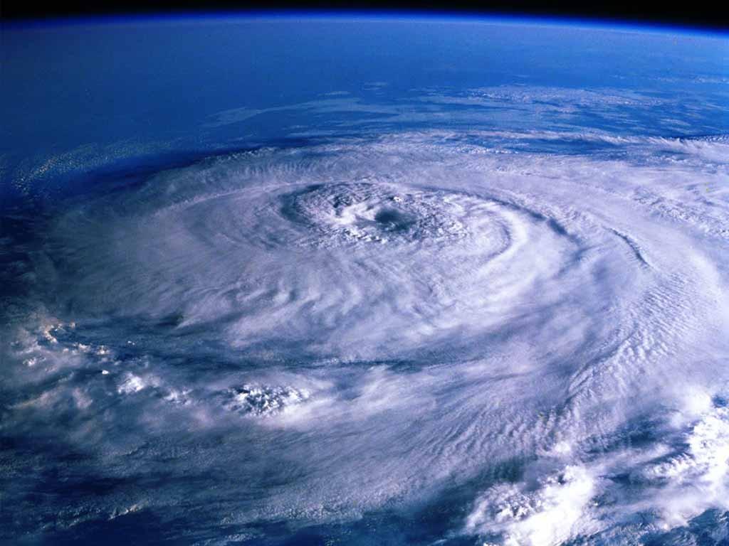 沖縄に観測至上最大の台風接近