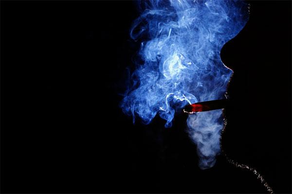 段々喫煙所減らしていってんじゃねーよカス