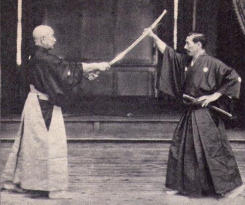 なぜ日本の剣術は奇声を発するのか