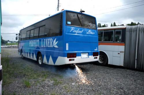 バス爆発01