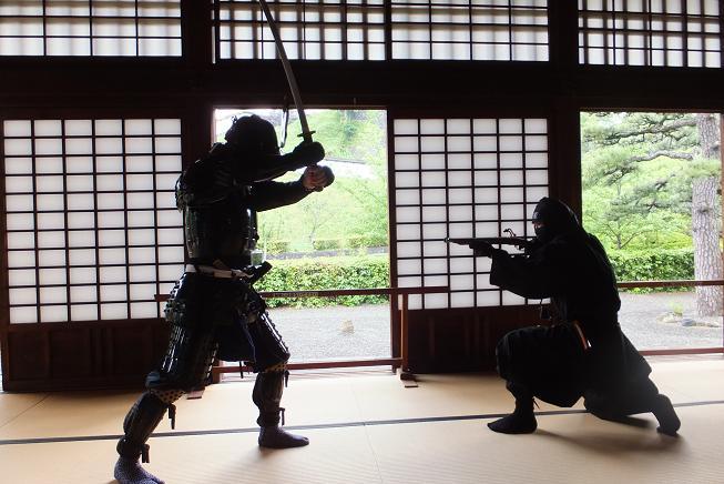 鎧武者VS忍者