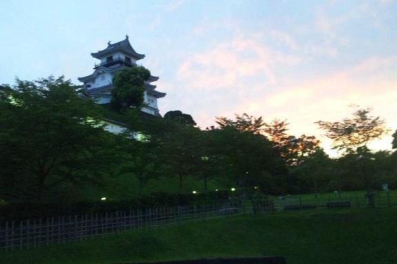 夕暮れ掛川城