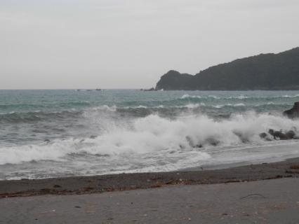 台風ウネリ!