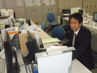斉藤さんの原稿をレイアウトしています。
