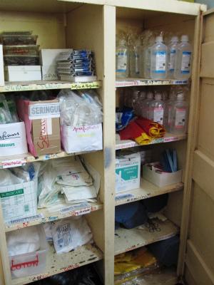 薬品棚の整頓