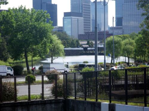 国会前庭園から桜田門を望む