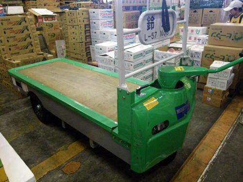 淀橋市場だけで使われる電動アシスト荷車(通称マイテーカー)