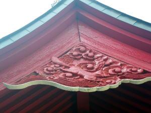 淀橋市場の稲荷神社の妻飾り