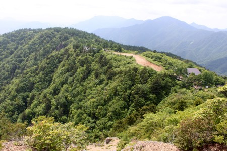 山荘と御坂山地