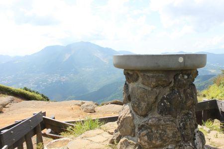 明神山頂と中央火口丘