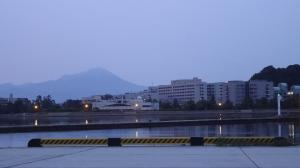 医大と大山