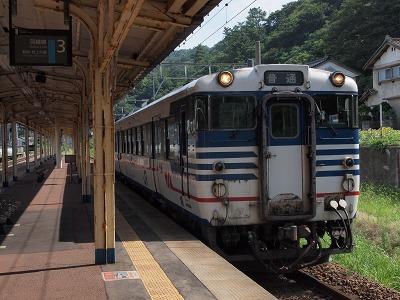 鼠ヶ関行き普通列車