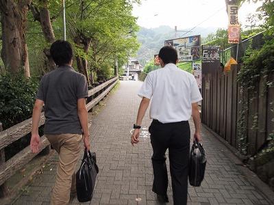 高尾山へ向かいましょう