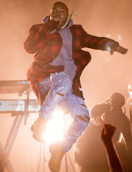 Kanye-West-Performs-wearing-off-white-co-virgil-abloh-check-flannel-shirt-1.jpg