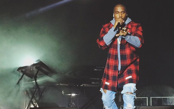 Kanye-West-Wears-A-588-Off-White-CO-Virgil-Abloh-Red-Plaid-Shirt3-640x400.jpg