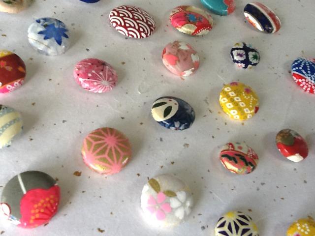 友禅和紙包みボタン 和紙ボタン 和紙チャーム 飾りボタン 和紙小物 手づくりボタン 装飾ボタン 和風ボタン 和柄バッチ
