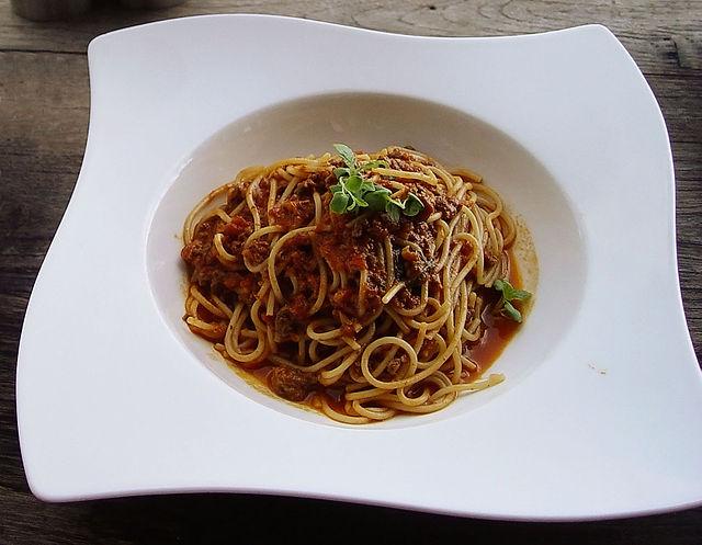 640px-Spaghetti_bolognese[1]