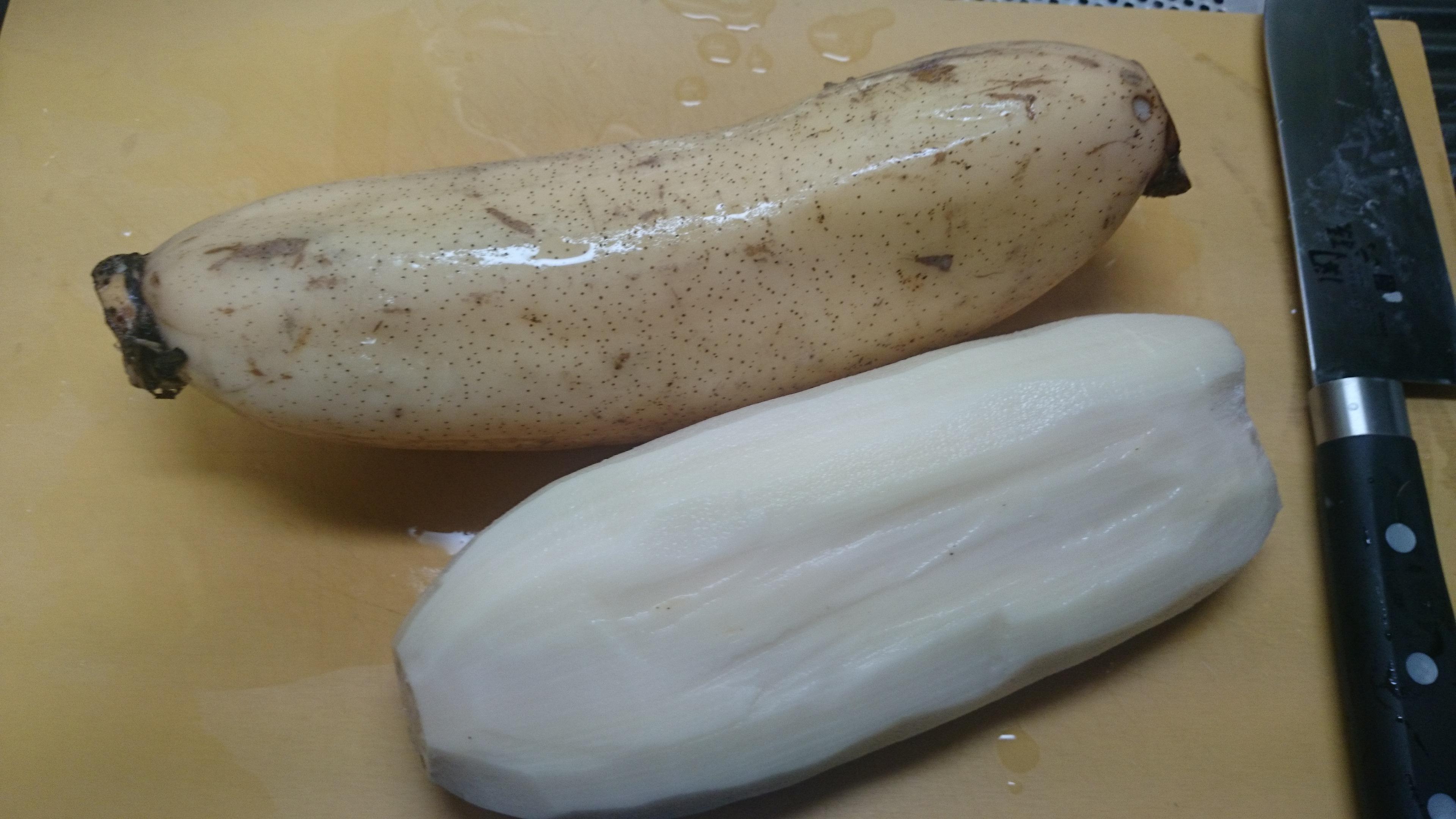 1、蓮根アンチョビバター(皮をむく)