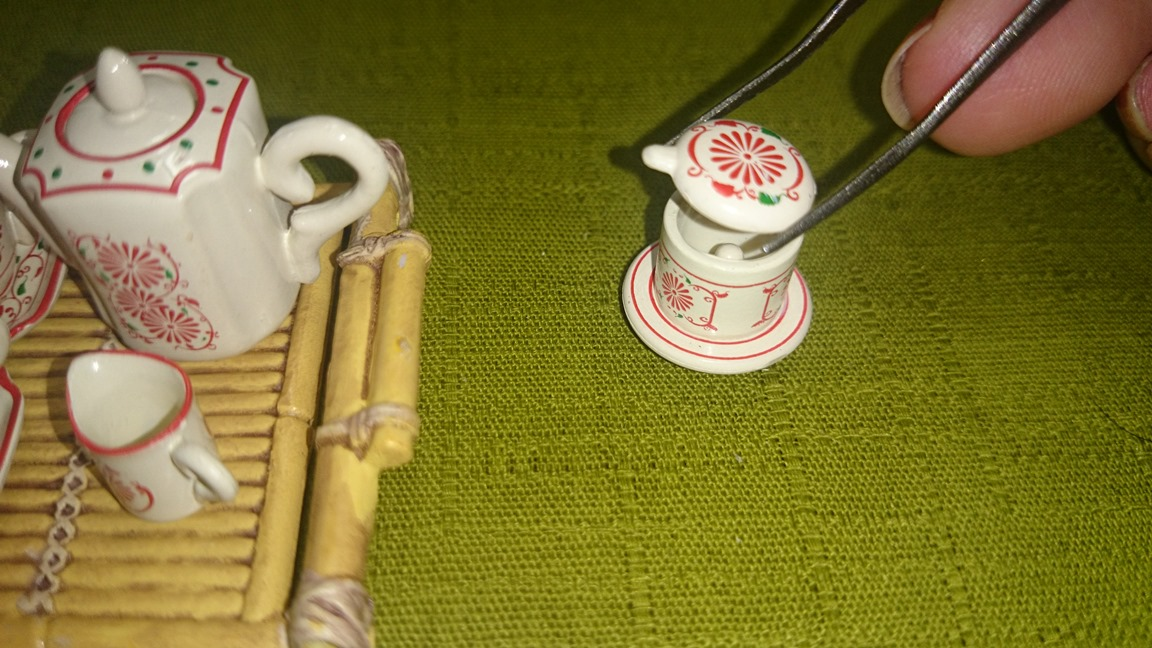 1-5、1166(コーヒーフィルターをセットする3)魅惑のバッチャン焼き30ok