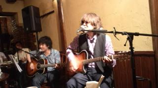 演奏する 左:田内さん 右:楠田さん