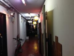 ホンキー・トンク:ビルの廊下