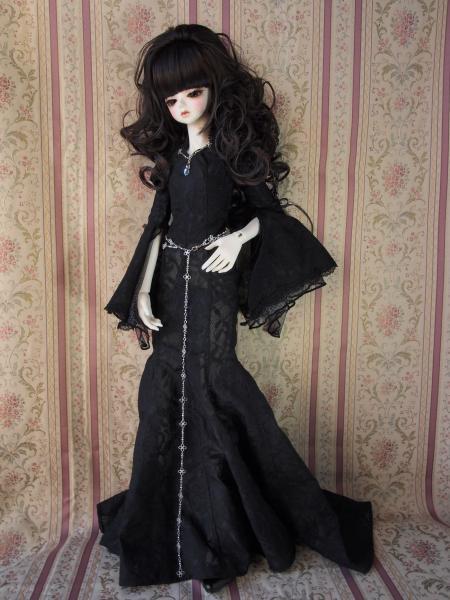 紅子さん 黒ドレス