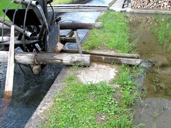 田んぼに水が引き込まれている