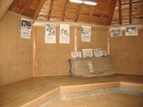 壁に展示された写真