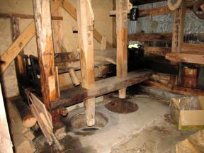 水車小屋の内部