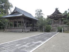 神楽殿と惣神殿