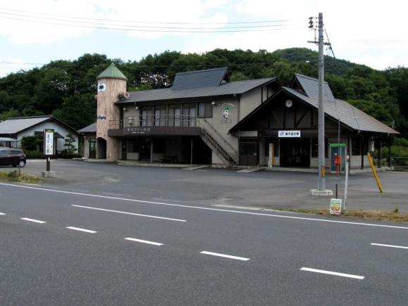 駅舎とキリタローの館