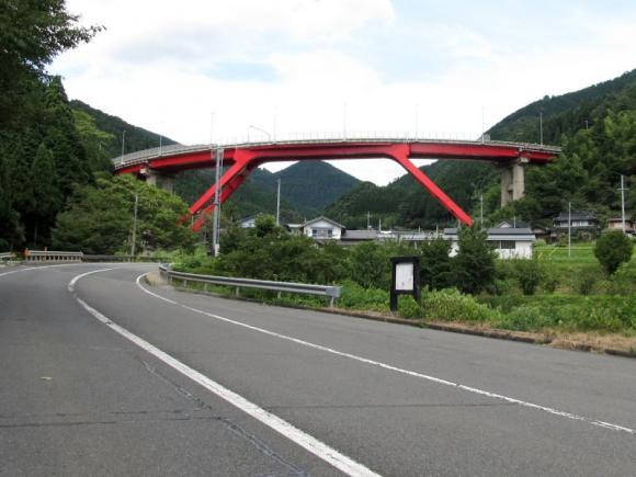 馬桑ループ橋遠景