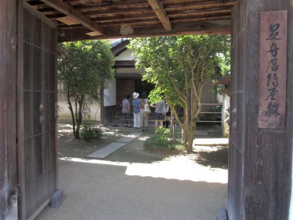 侍屋敷 歌舞伎門から