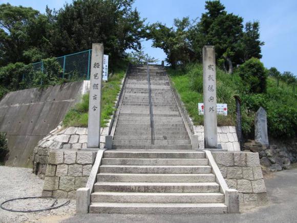 五香様への階段