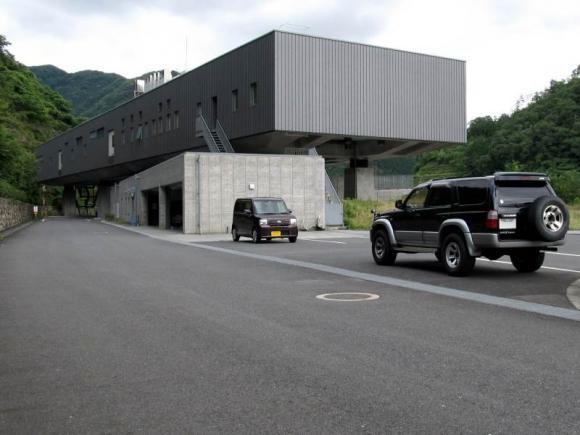 苫田ダム管理所