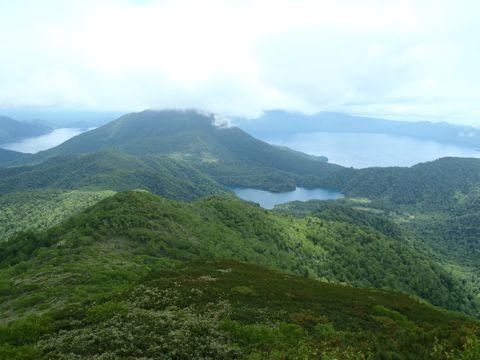オコタンペ湖を見下ろす