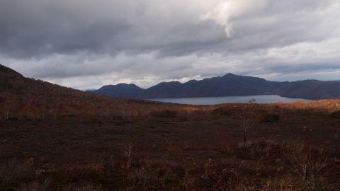 支笏湖を見下ろす
