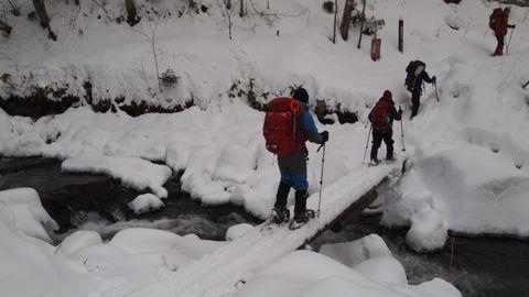 登山口の橋