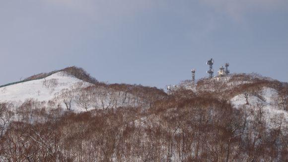 紋別岳を見上げる