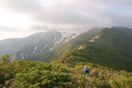102西朝日岳へ