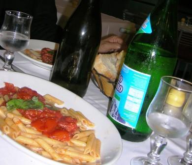 ナポリ駅前食堂