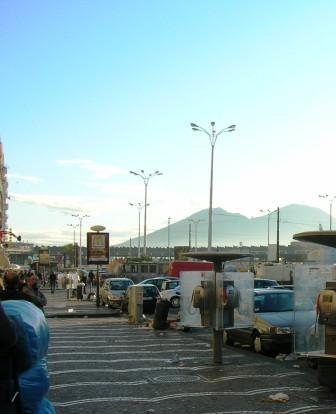ナポリ駅前3