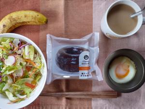 チョコドーナツ,サラダ,目玉焼き,バナナ,コーヒー
