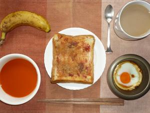 イチゴジャムトースト,野菜スープ,目玉焼き,バナナ,コーヒー