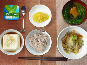 胚芽押麦入り五穀米,蒸し野菜,プチオムレツ,温奴,ほうれん草とカボチャのおみそ汁,ヨーグルト