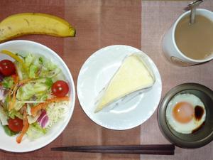 ダブルチーズケーキ,サラダ,目玉焼き,バナナ,コーヒー
