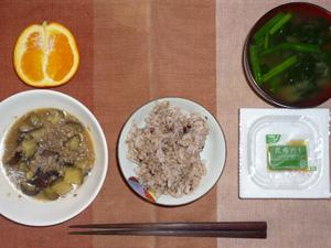 胚芽押麦入り五穀米,納豆,茄子とひき肉の塩麹煮込み,ほうれん草のおみそ汁,オレンジ