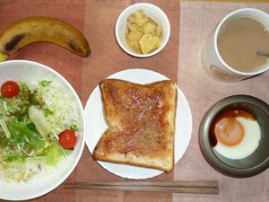 イチゴジャムトースト,サラダ,目玉焼き,ジャーマンポテト,バナナ,コーヒー