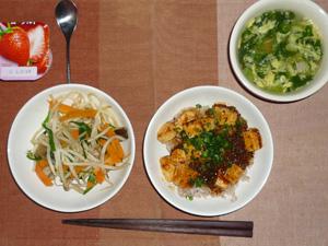 麻婆豆腐丼,蒸し野菜,ほうれん草のスープ,ヨーグルト